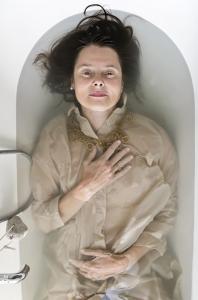 http://melaniehaefner.com/files/gimgs/th-28_04_FemmeFragile_MelanieHaefnerFotografie-web96.jpg